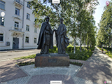 Памятник Святым благоверным князю Петру и княгине Февронии Муромским.