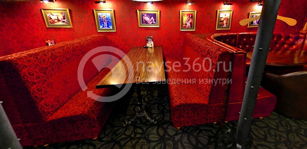 Красный зал гриль-бара