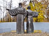 Памятник основателям Череповца инокам Феодосию и Афанасию