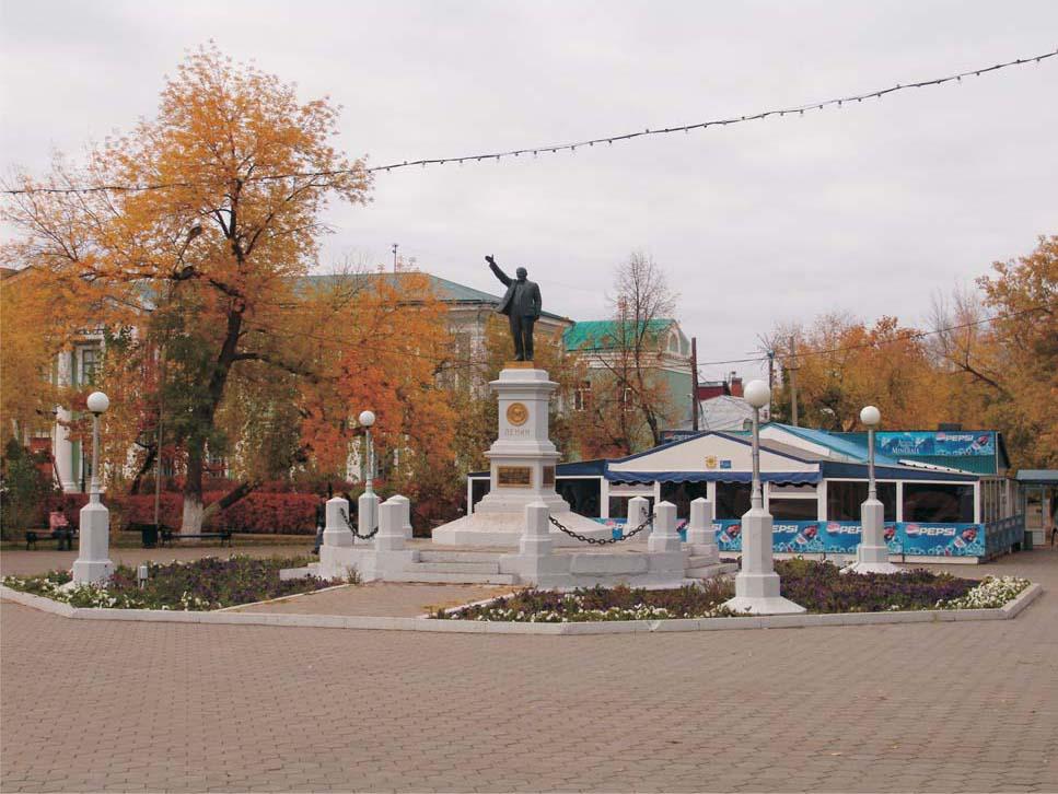 Вид на Сквер им. Ленина осенью