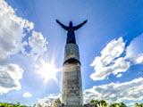 Мать-Покровительница, монумент