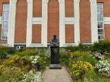 Памятник Ю.А. Спиридонову
