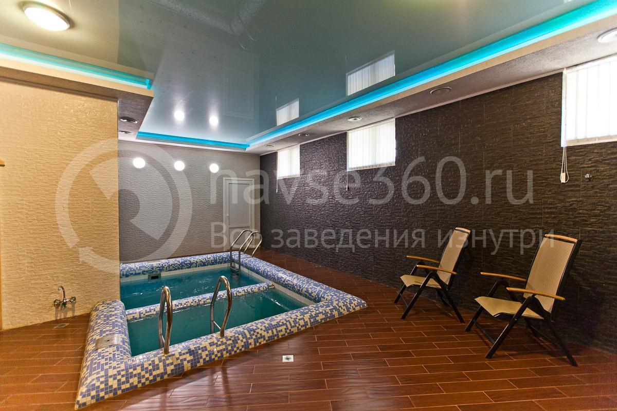 Бассейн в гостинице Park Hotel в Краснодаре