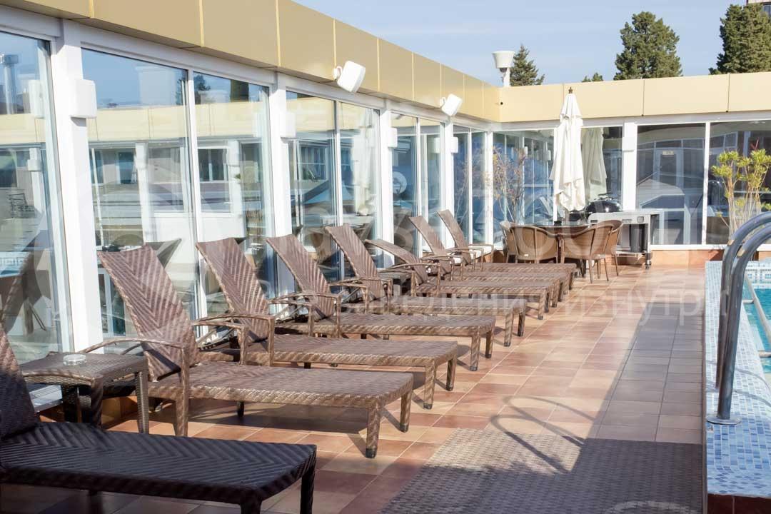 Бассейн в гостинице Royal в Сочи 3