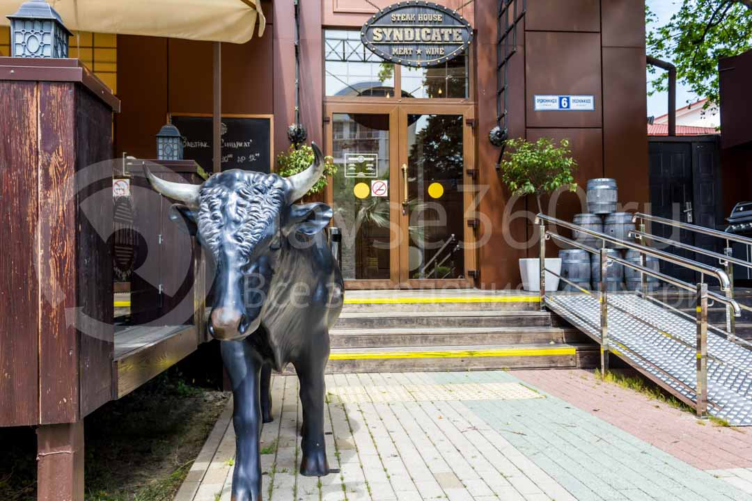 Вход бара - ресторана Синдикат в Сочи 2
